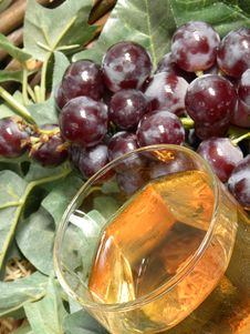 Free Grapes And  Glass Of Wine Royalty Free Stock Photography - 15835757