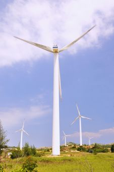 Free Windmill Power Generators Royalty Free Stock Photo - 15836695