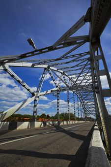 Free Metal Frame And Bridge Royalty Free Stock Photos - 15841148