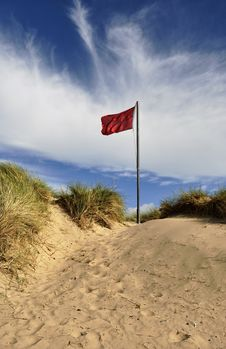 Free Red Flag On Sand Dune Royalty Free Stock Photography - 15844857