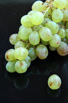 Free Grapes On A Black Background Stock Image - 15858261