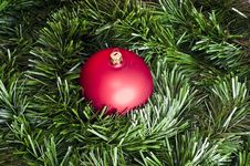 Free Red Bomblet On Green Christmas Chain Stock Image - 15864201