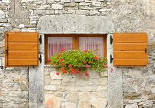 Free Ancient Windows With Flowers Royalty Free Stock Images - 15864999