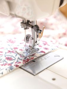 Free Sewing Machine Royalty Free Stock Photos - 15868038