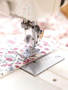 Free Sewing Machine Royalty Free Stock Photos - 15868038