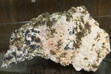 Free Chalcopyrite, Quartz, Calcite And Sphalerit Royalty Free Stock Photos - 15869638