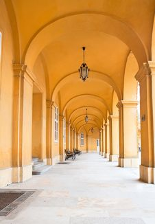 Free Passage Of Castle Schoenbrunn In Vienna Royalty Free Stock Photography - 15874397