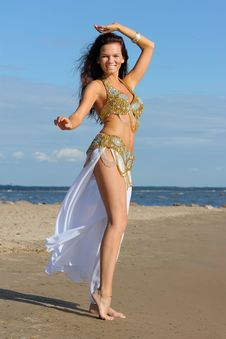 Free Graceful Woman In Exotic Dress Royalty Free Stock Images - 15875389