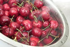 Free Washing A Bowl Of Cherries Royalty Free Stock Photography - 15877527