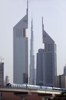 Free Emirates Towers Royalty Free Stock Photography - 15877837