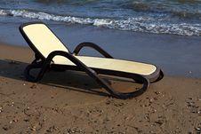 Free Chaise-longue On The Beach. Stock Photos - 15881933