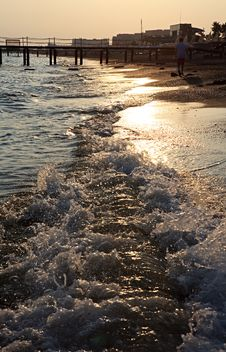 Free Sunset On The Beach Royalty Free Stock Photos - 15881998