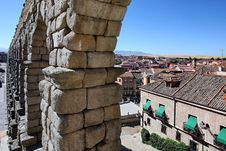 Free Roman Aqueduct At Segovia Royalty Free Stock Photography - 15884217