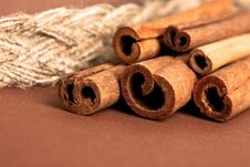 Free Cinnamon Sticks On Brown Royalty Free Stock Photography - 15886247