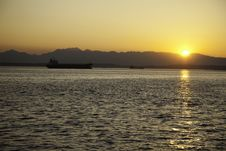 Free Sunset Freighter Royalty Free Stock Photography - 15887957
