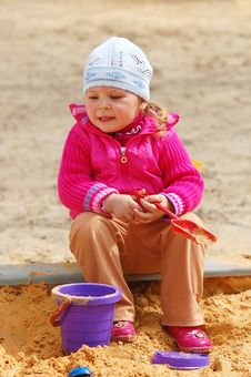 The Little Girl In A Sandbox Royalty Free Stock Photography