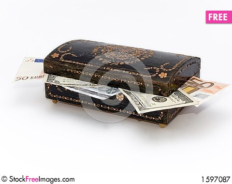Free Old Jewelry Box With Money Inside Royalty Free Stock Photography - 1597087