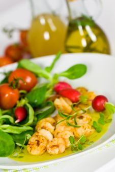 Free Roasted Prawns With Salad Of Corn Salad,radish,Che Royalty Free Stock Photos - 15902488