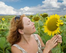 Free Woman In The Field Of Sunflowers Stock Photography - 15902752