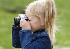 Free Little Girl With The Camera Royalty Free Stock Photography - 15903617