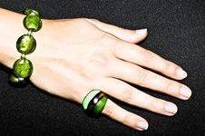 Free Green Emerald Bracelet And Ring On Woman Hand Stock Images - 15904124