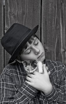 Free Boy With A Kitten Royalty Free Stock Photo - 15908735