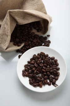 Free COFFEE BEANS IN SACK Royalty Free Stock Photo - 15909505