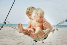 Free Kids Playing On Beach Stock Images - 15910304