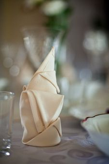 Free Dinner Table Royalty Free Stock Images - 15910789
