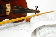 Free Close-up Still Life Simple Violin Stock Images - 15914894