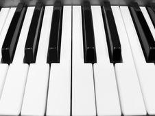 Free Piano Keyboard Royalty Free Stock Photography - 15915997