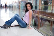 Girl Is Sitting In The Shopping Mall Royalty Free Stock Image