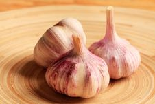 Free Garlic On A Plate Stock Photos - 15919463