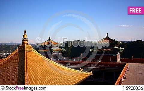 Free Golden Roof Royalty Free Stock Image - 15928036