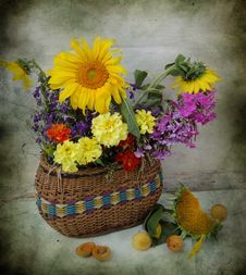 Free Basket With Flowers Stock Photos - 15922063