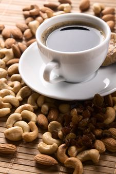 Free Coffee With Nuts, Fig And Raisins Stock Photos - 15924303