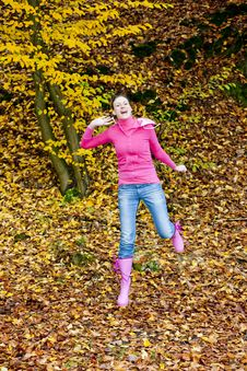 Free Jumping Woman Stock Images - 15927964
