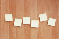 Free Sticky Notes On Wooden Wall Royalty Free Stock Photos - 15928358