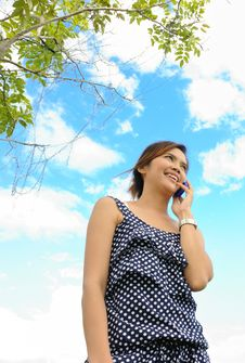Asia Woman Is Talking A Telephone Royalty Free Stock Photos