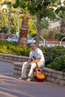 Free Man With Guitar . Stock Photo - 15929280