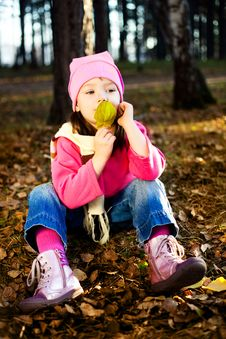 Free Girl In The Park Royalty Free Stock Images - 15929949