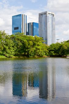 Free Building Reflecting Water Royalty Free Stock Image - 15930406