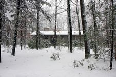 Free House In Snowy Forest Royalty Free Stock Image - 15930906
