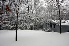 Free House In Snowy Forest Royalty Free Stock Photos - 15931128