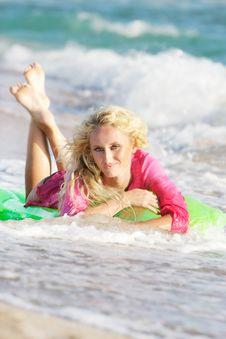 Free Happy Girl On Beach Royalty Free Stock Photos - 15931158