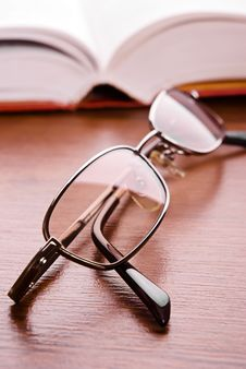 Free Glasses And Open Book Stock Photography - 15932552