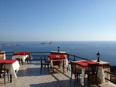 Cafe On Seacoast Royalty Free Stock Image