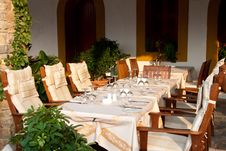 Free Table Setting In Restaurant Royalty Free Stock Photos - 15942328