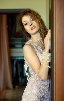 Free Portrait Of A Beautiful Woman In Pearls. Royalty Free Stock Photos - 15942948