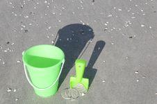 Free Green Bucket On A Beach Royalty Free Stock Photos - 15943638